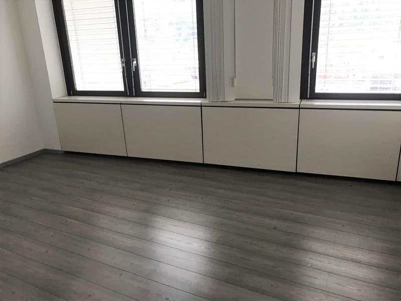 Chiasso, ufficio openspace di 120 mq (2)