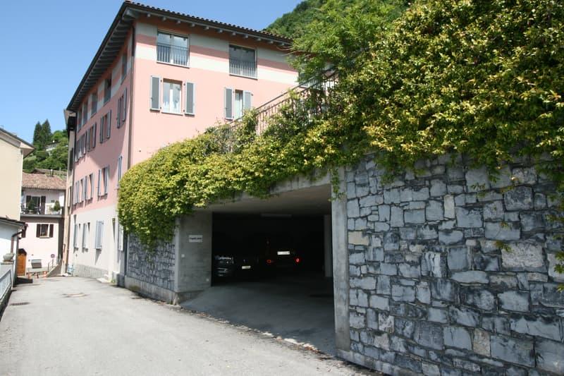 Parcheggio in autorimessa ad Arogno (1)