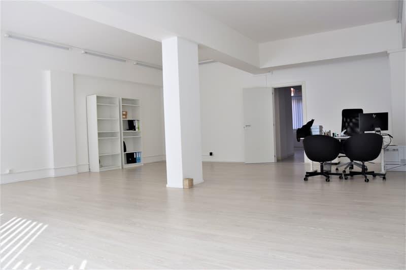 Vendesi spazioso ufficio/locale commerciale con vetrina (1)