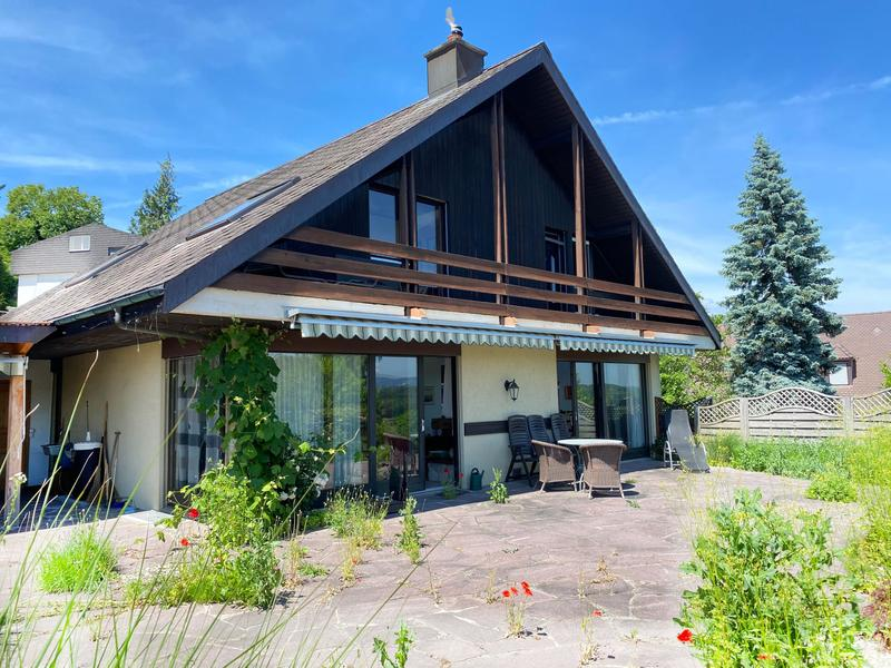 Freistehendes Einfamilienhaus mit prächtiger Bergsicht (12)