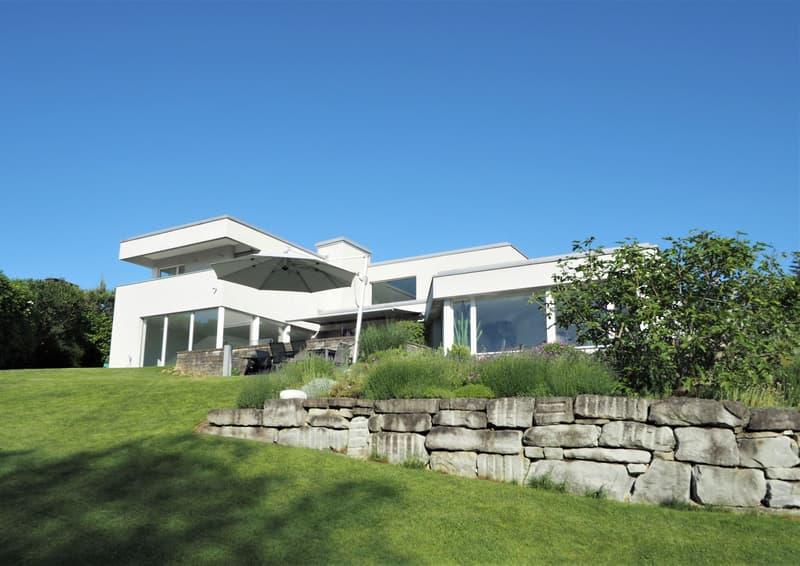 Wunderschöne Villa an idealer Lage mit unverbaubarer Seesicht und viel Privatsphäre (1)