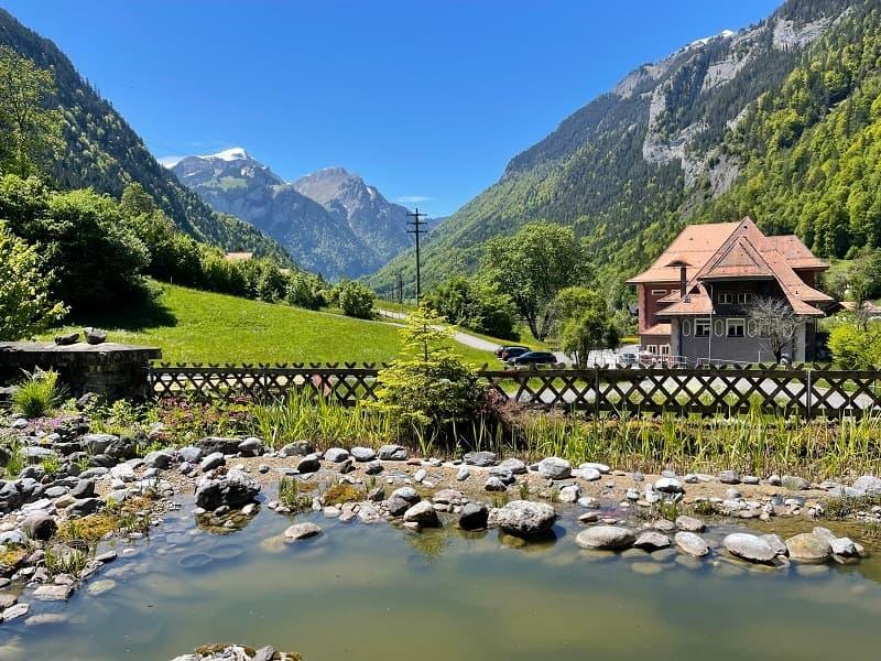 Einfamilienhaus in naturverbundener Lage mit Sicht in die Berge (2)
