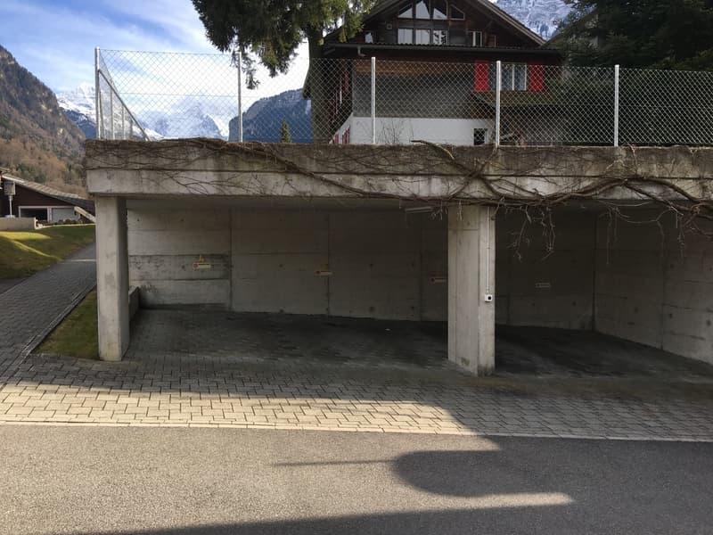 gedeckter Parkplatz (1)