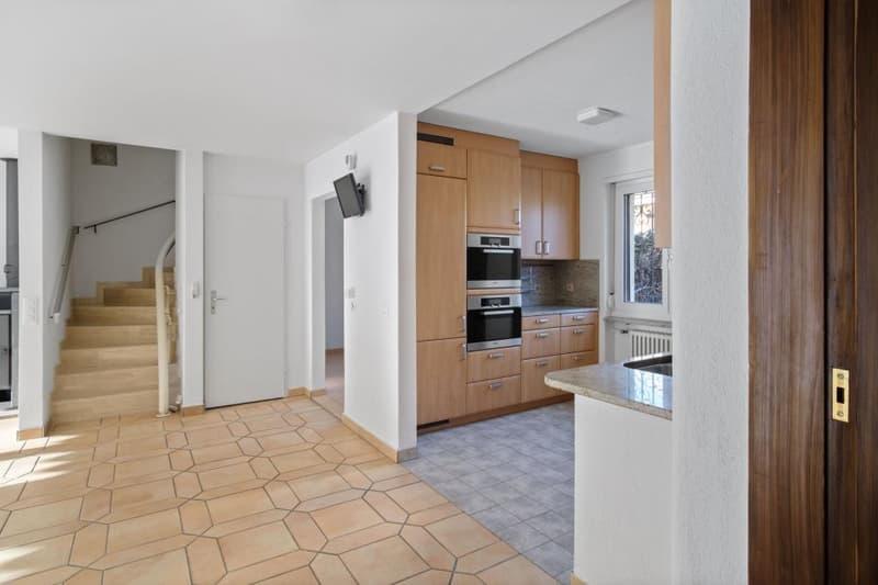 Eingangsbereich und Küche im EG