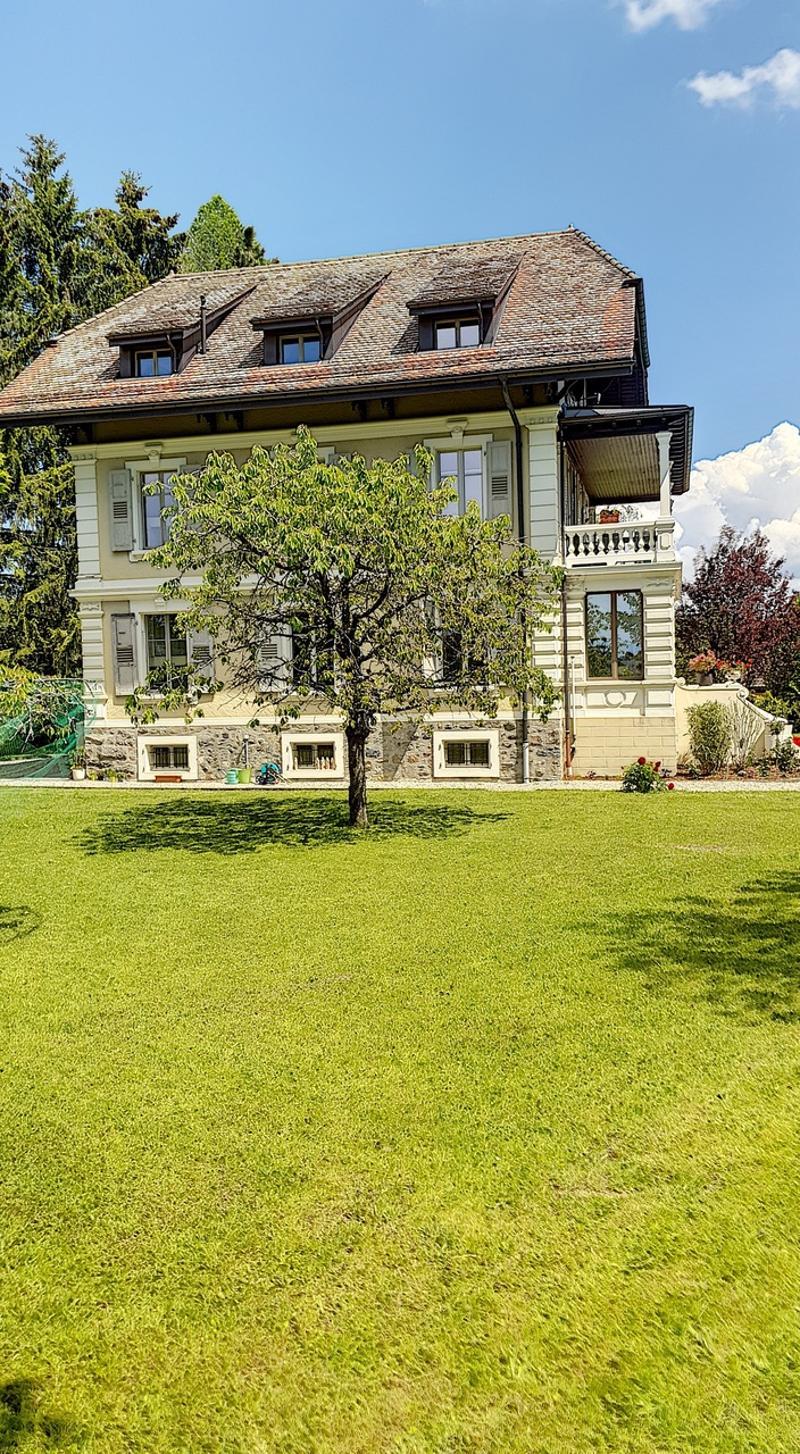 Maison de maître composée de 3 appartements de 3.5 pièces (13)
