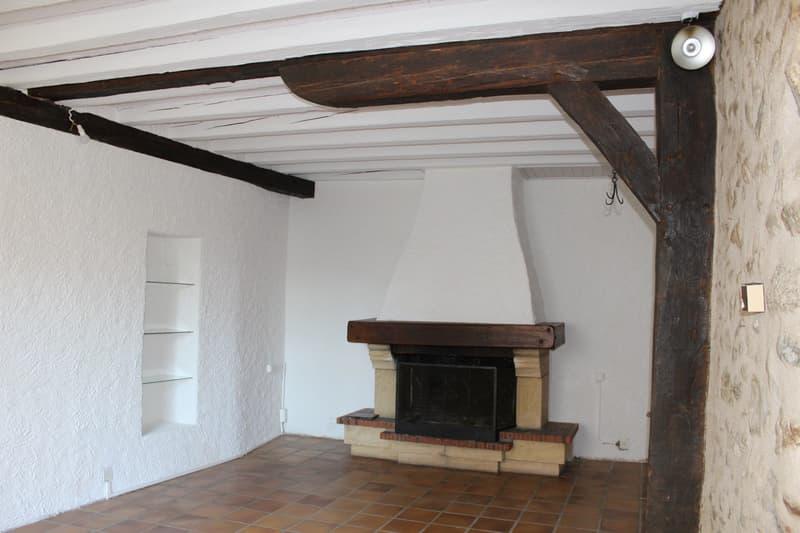 A louer authentique maison villageoise à Lavigny (2)