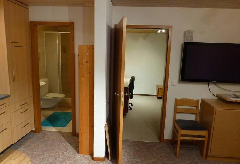 Wohnung möbliert an ruhiger Lage (2)