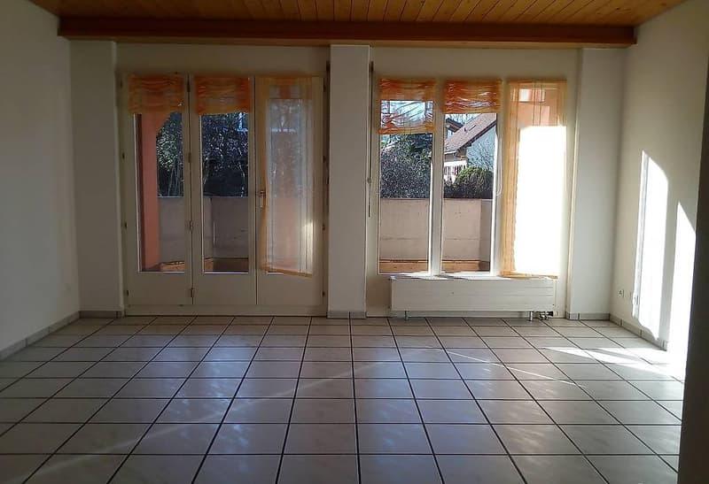 Helle 3 1/2 Zimmer-Wohnung mit Südbalkon im Obergeschoss (2)