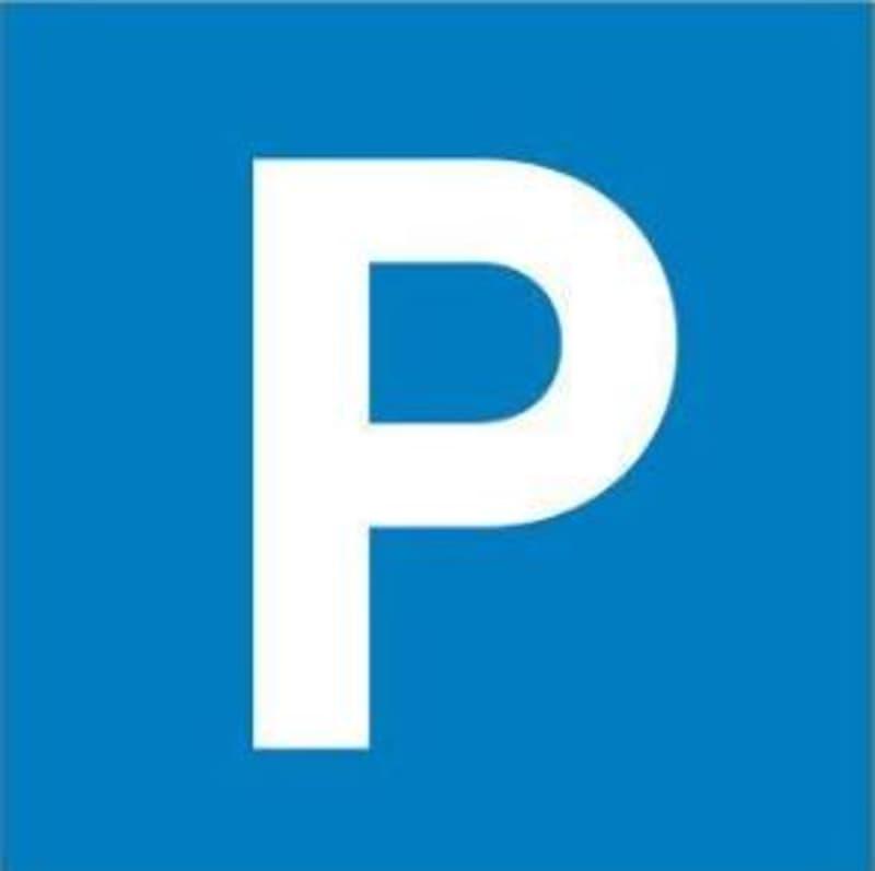Gedeckter Parkplatz