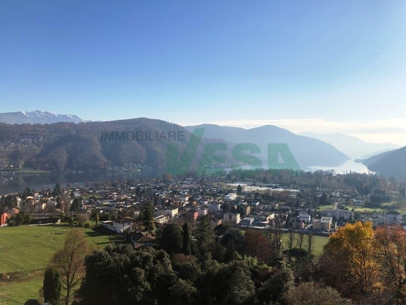 Bel terreno con splendida vista panoramica sul lago e sui monti (1)