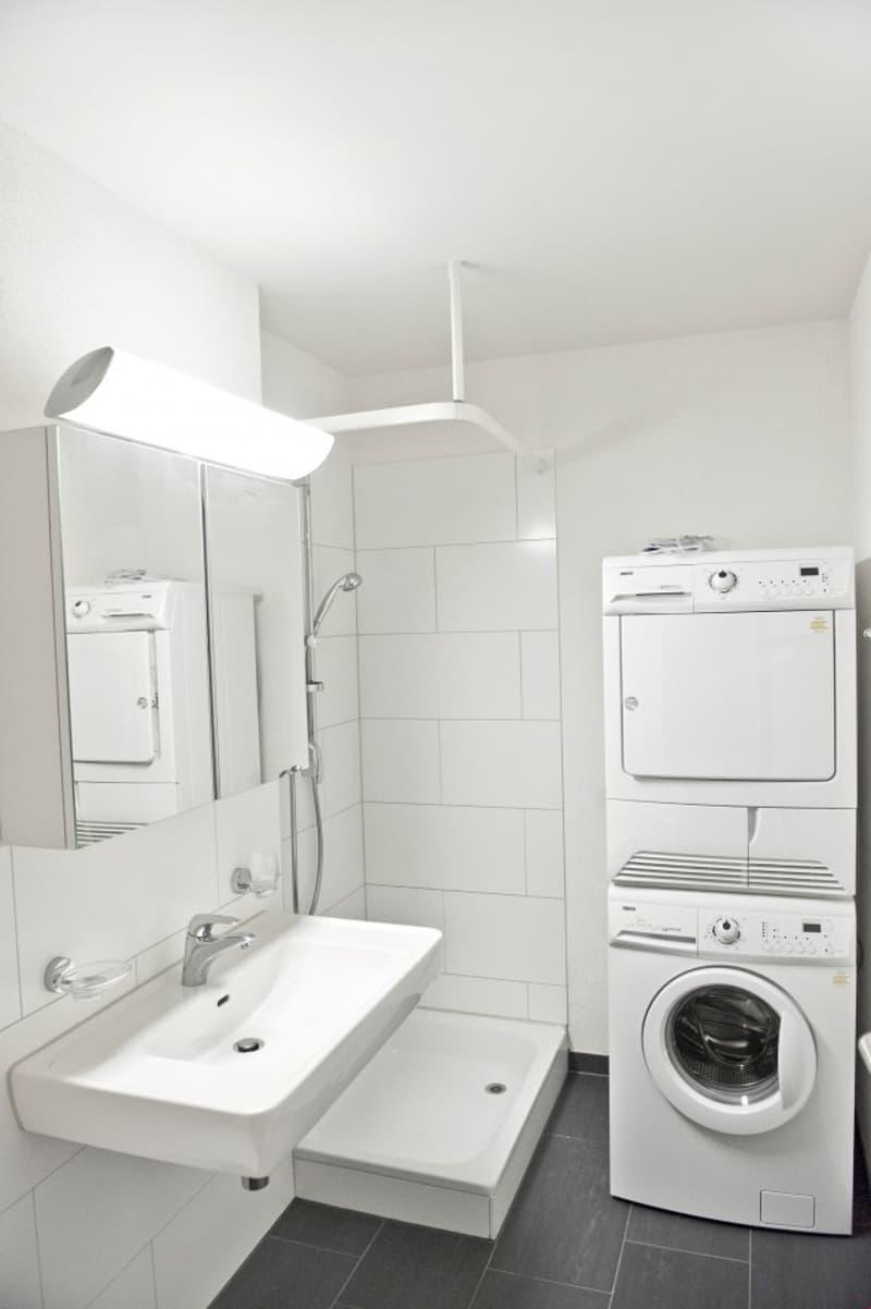 Dusche mit Waschturm