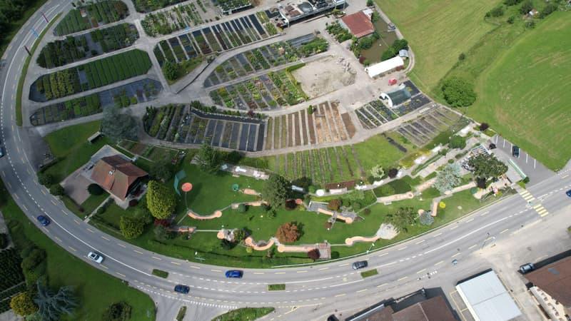Grosses Grundstück inkl. Minigolf Anlage (9)