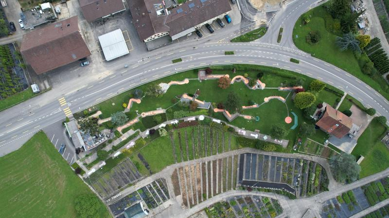 Grosses Grundstück inkl. Minigolf Anlage (2)