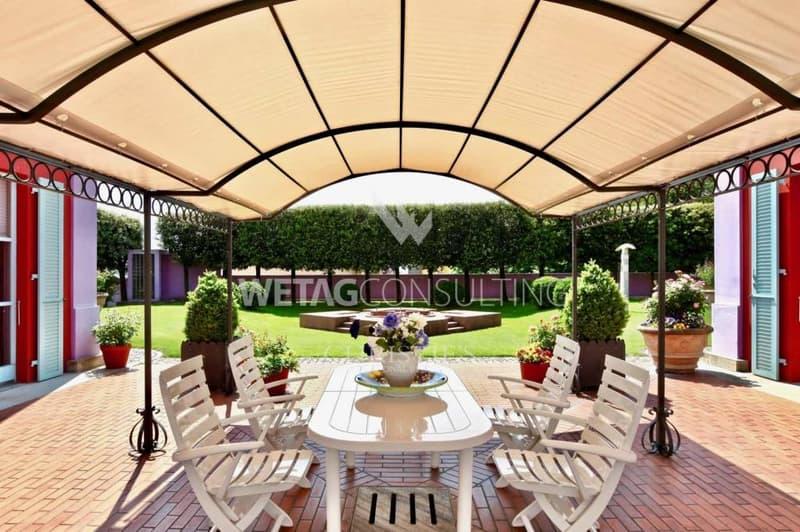 Herrschaftliche Villa in Bellinzona mit Aussicht ins Grüne zu verkaufen (2)