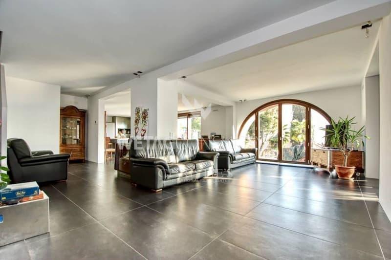 Villa in Ruvigliana mit atemberaubender Sicht auf den Luganersee zu verkaufen (1)