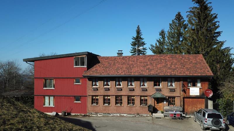 5-Zimmer-Wohnhaus mit Gruppenhaus und Hallenbad an nebelarmer Lage! (2)