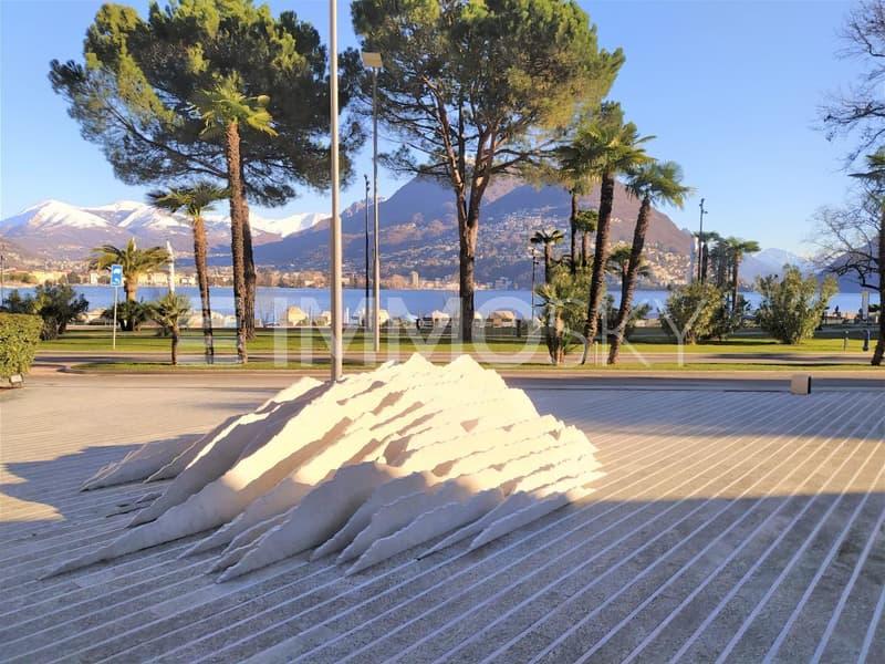 Stupenda vista lago con piazzale pedonale