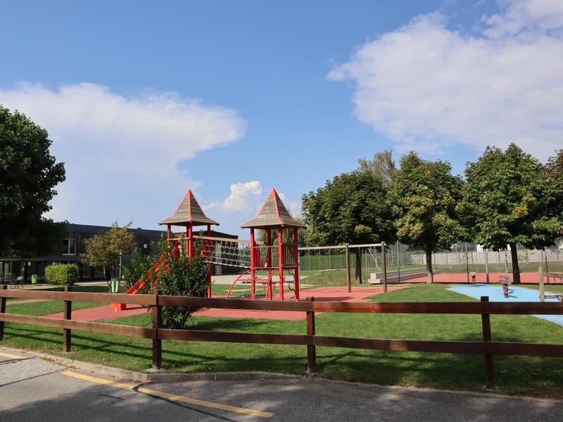 Ecole et place de jeux