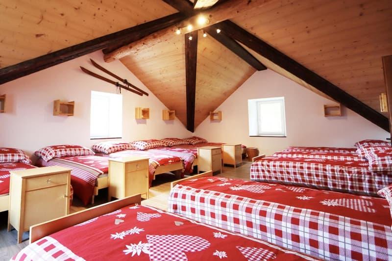 13 Betten-Zimmer