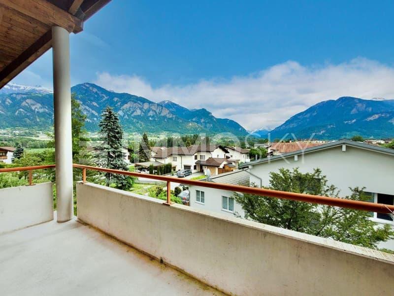 Balkon mit Aussicht in die Berge