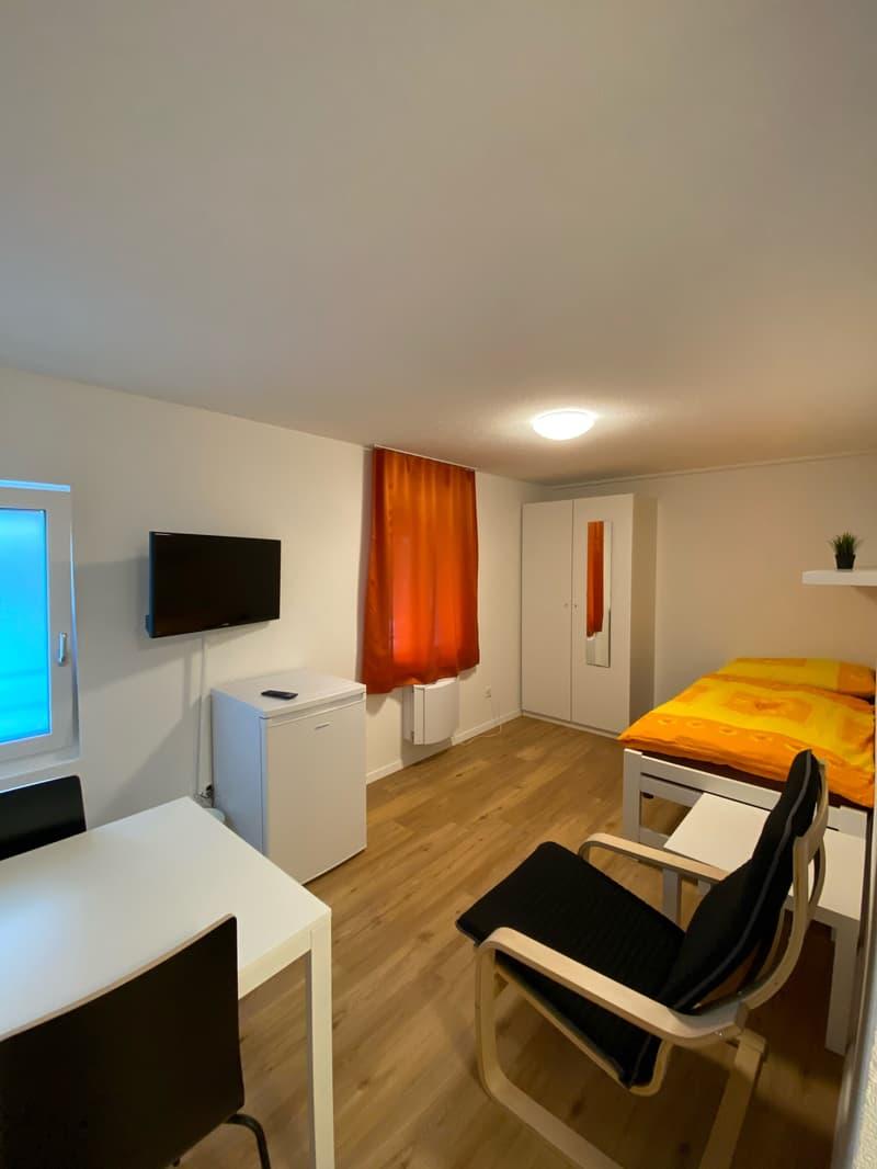 Vollausgerüstetes, möbliertes WG-Zimmer mit TV / Internet (Zimmer 505) (1)