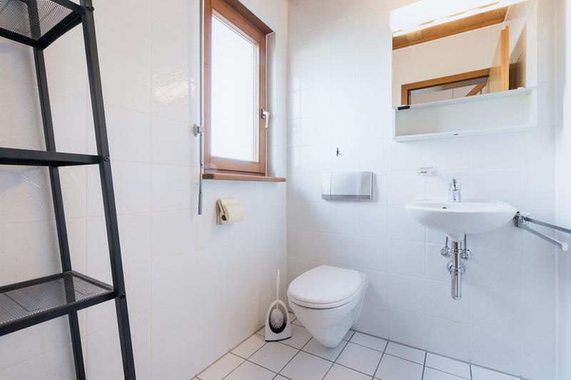 Vollausgerüstetes, möbliertes WG-Zimmer mit Balkon / TV / Internet (Zimmer 1) (2)