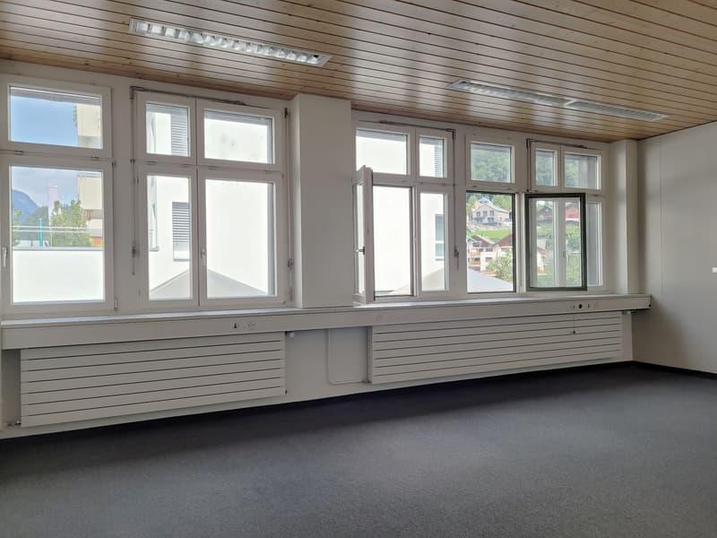 Büro direkt beim Bahnhof Glarus (2)