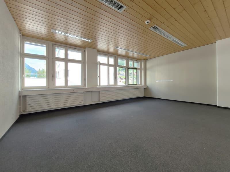 Büro direkt beim Bahnhof Glarus (1)