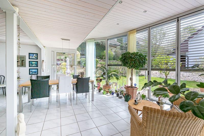 Freistehendes Einfamilienhaus mit Wintergarten im privilegierten Wohnquartier in Uhwiesen (2)