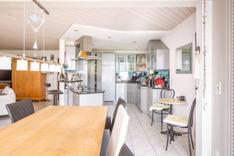 Freistehendes Einfamilienhaus mit Wintergarten im privilegierten Wohnquartier in Uhwiesen (13)