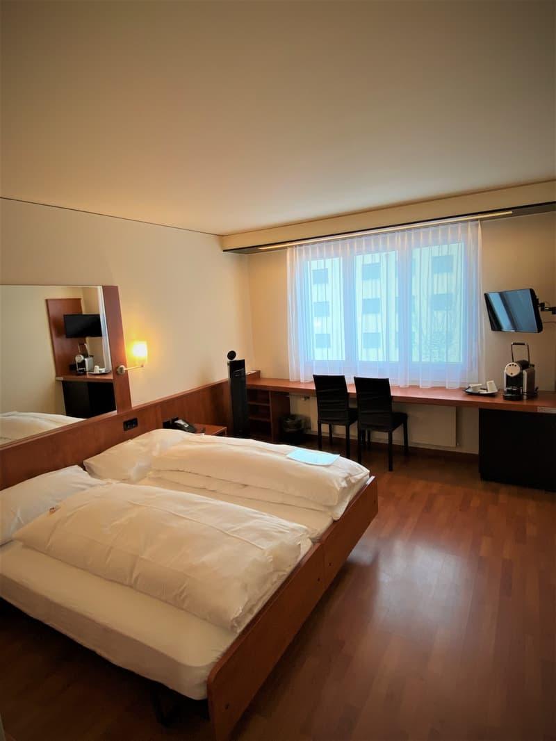 Modernes möbiliertes Zimmer im Hotel Arte Spreitenbach - zentrale und ruhige Lage (2)