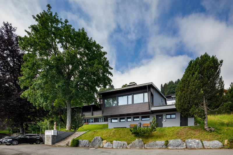 beliebtes Clubhaus - renoviert an herrlicher Aussichtslage (2)