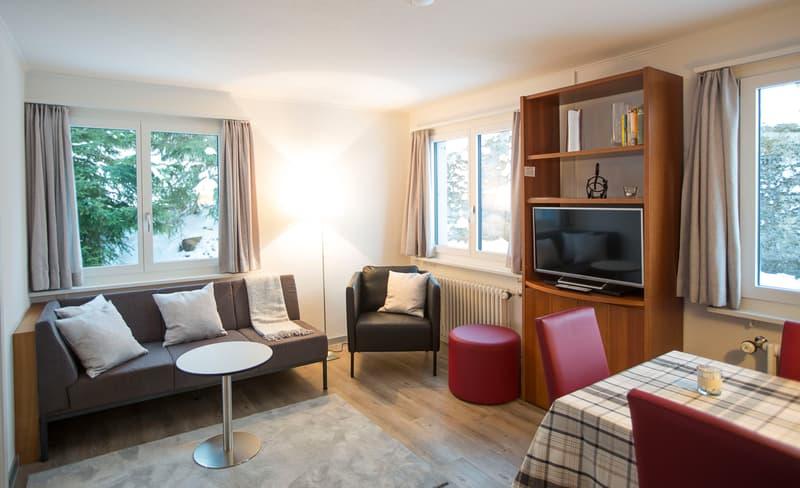 beliebtes Clubhaus - renoviert an herrlicher Aussichtslage (1)