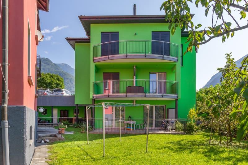 Moderna bifamiliare con due appartamenti indipendenti (1)